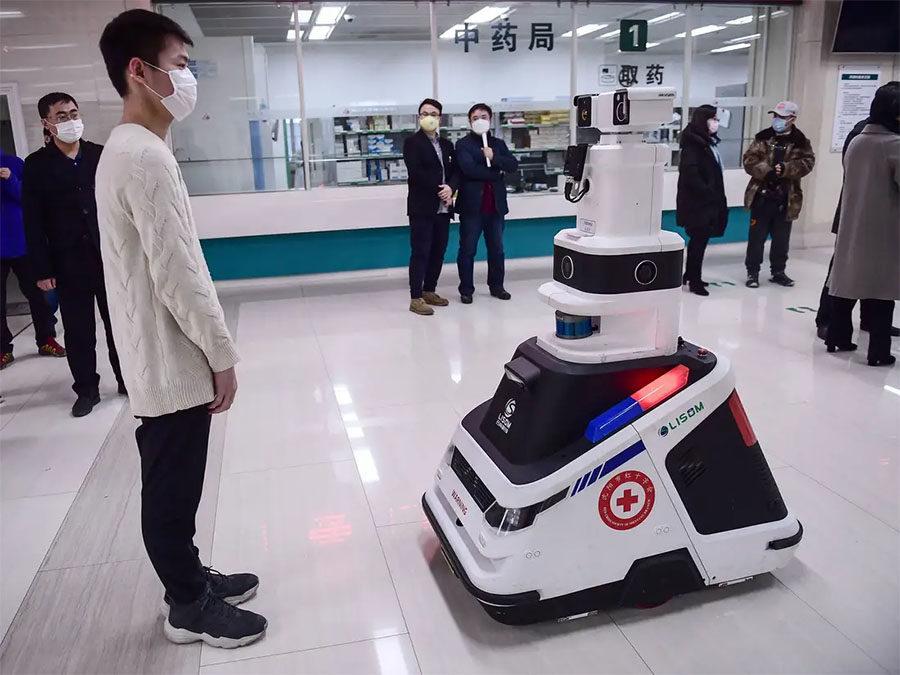 Des robots équipés d'Advantech MIC-770 Edge pour lutter contre le coronavirus